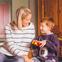 Barnvakt, barnflicka, barnpassning, nanny, myNanny - lek på golvet - liten bild